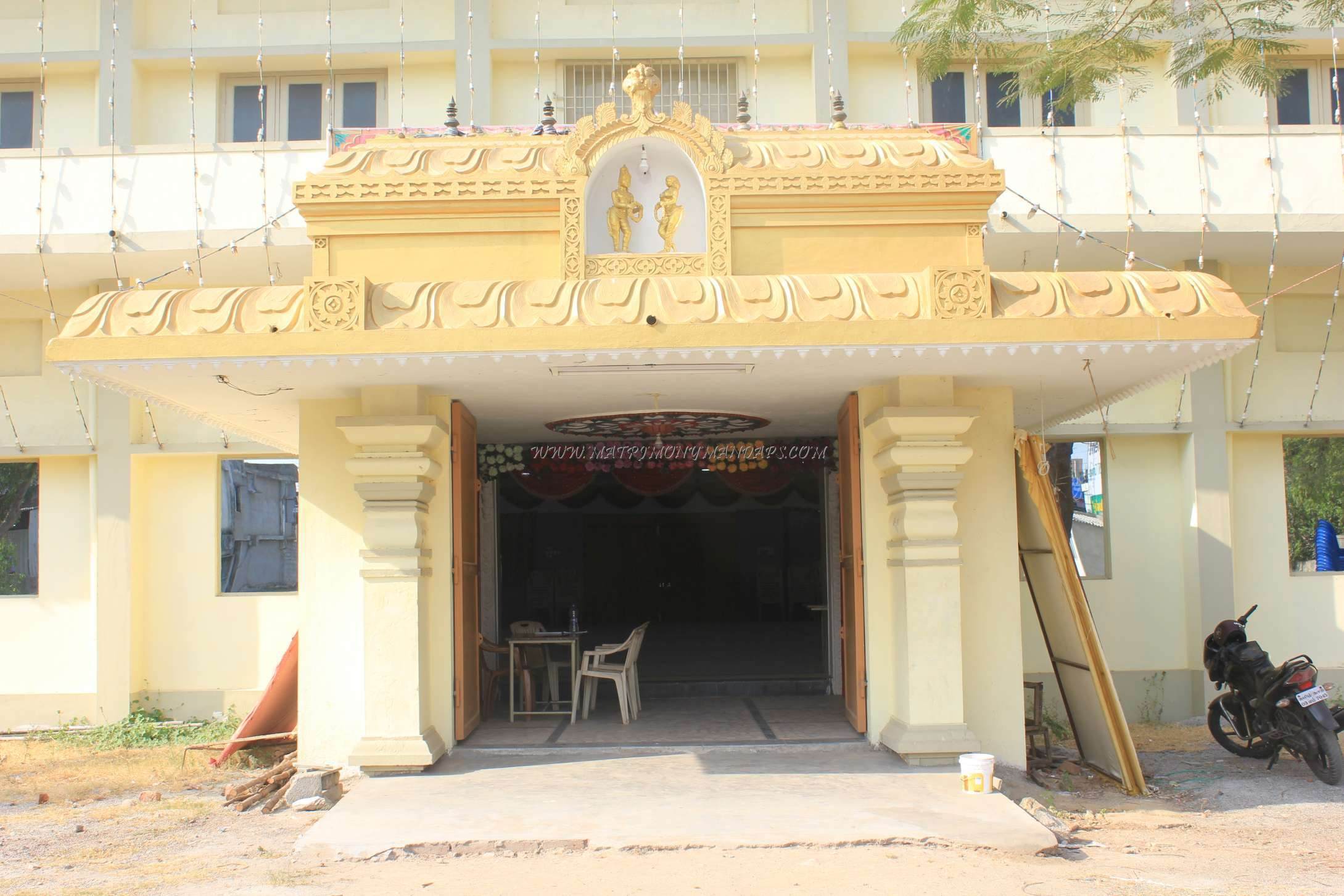 Find the availability of the Sri Lakshmi Thirumana Mandapam (A/C) in Poonamallee, Chennai and avail special offers