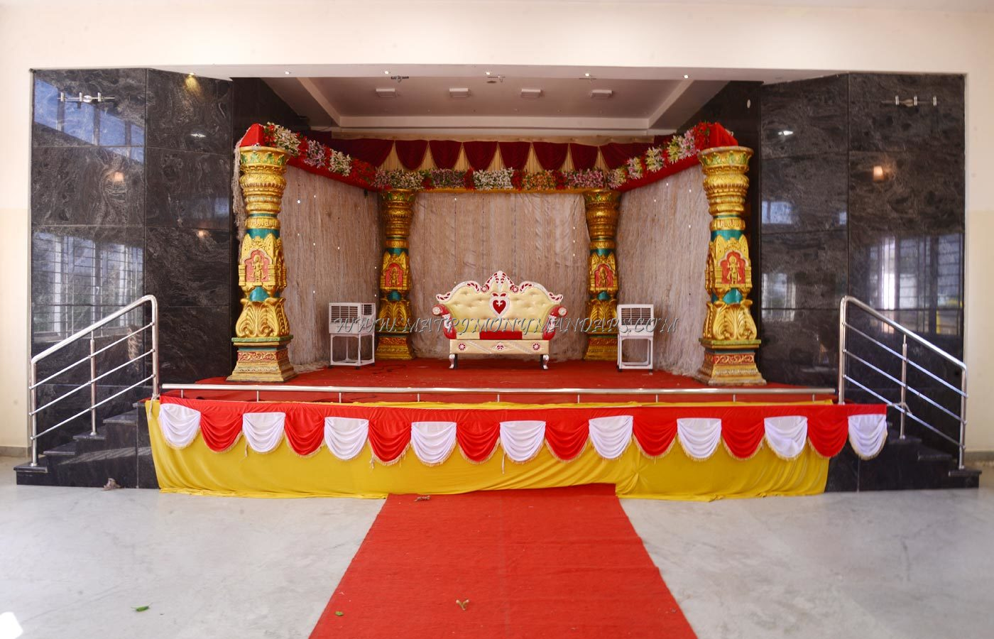 Find the availability of the Aryan Mahal in Kathakinaru, Madurai and avail special offers