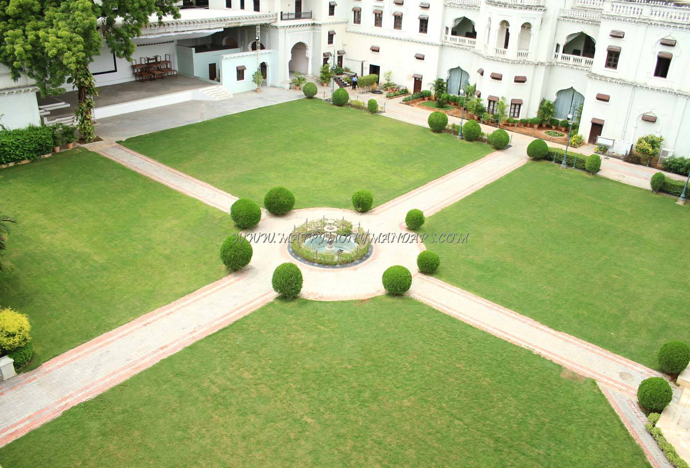 Chiraan Fort Club - Main Lawn - Hotel Facade