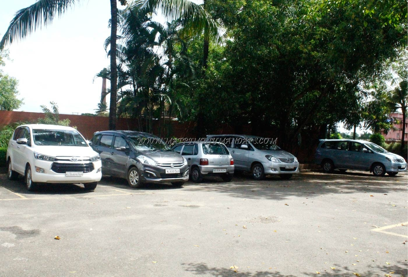 SAJ Earth Resort - Car Parking