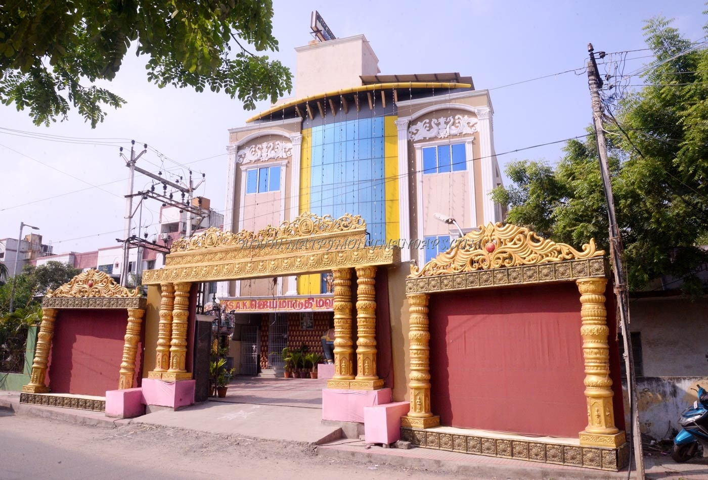 Find the availability of the Sri SAK Jai Maruthi Mahal (A/C) in Moulivakkam, Chennai and avail special offers