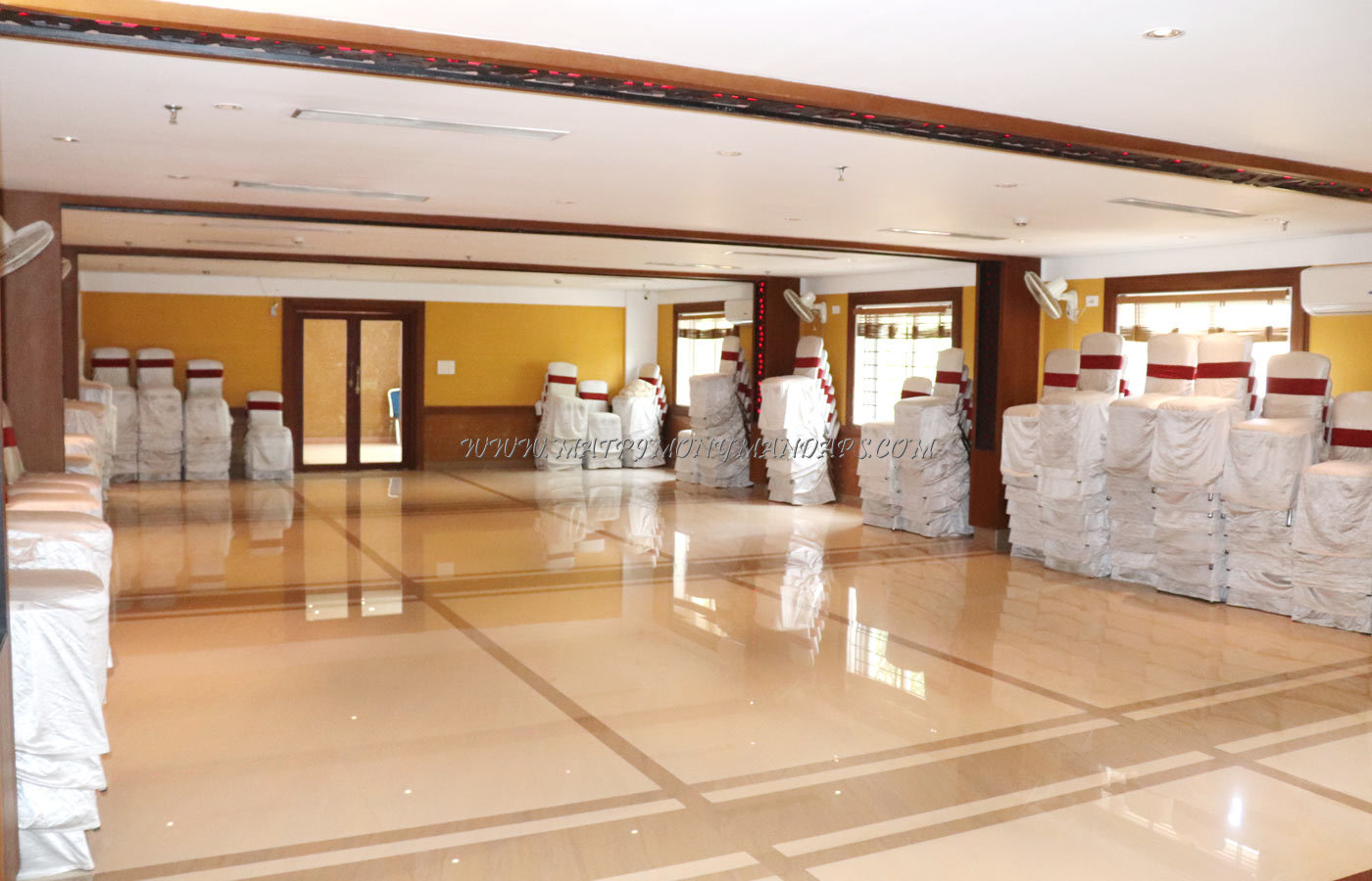 Find the availability of the Vishnu Inn Vaikundam Hall (A/C) in East Nada, Guruvayoor and avail special offers