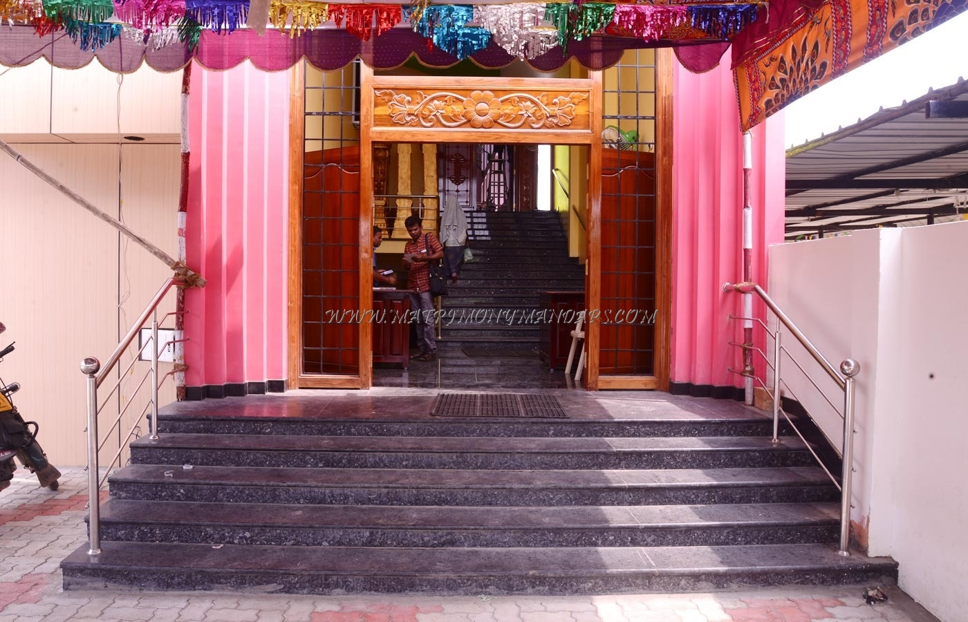 Find the availability of the Samyughta Mahal (A/C) in Avaniapuram, Madurai and avail special offers