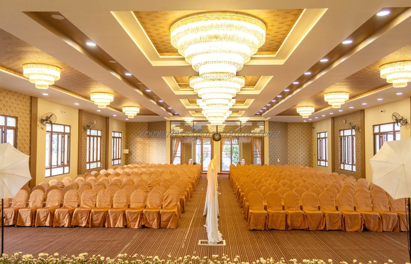 Find the availability of the Royal Pale Convention Hall in Wilson Garden, Bangalore and avail special offers