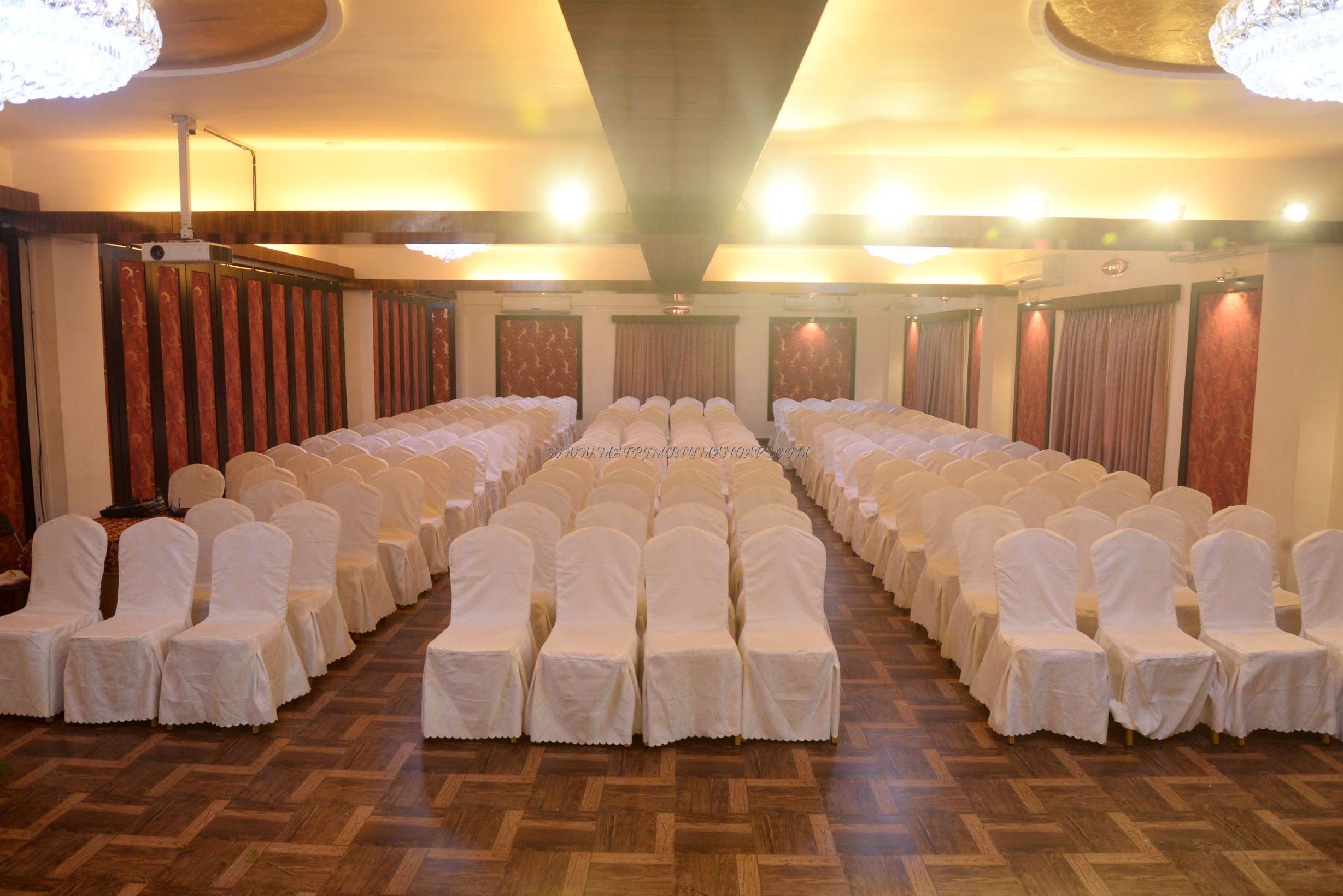 Find the availability of the Sigaram Banquet Hall (A/C) in Vadapalani, Chennai and avail special offers