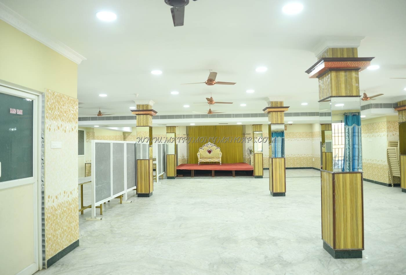 Find the availability of the Sri Kumaran Mini Mahal (A/C) in Medavakkam, Chennai and avail special offers