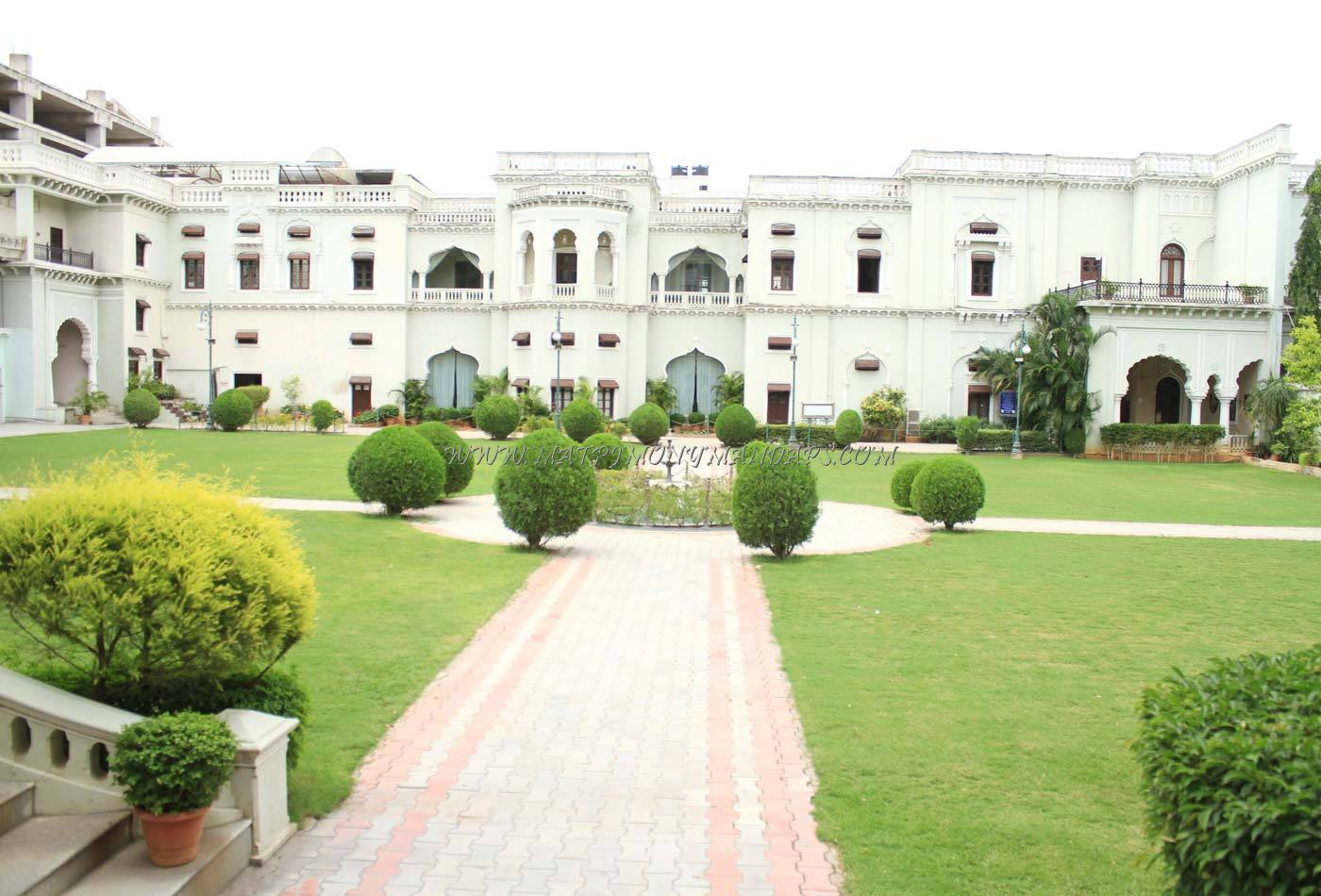 Chiraan Fort Club - Main Lawn - Pre-function Area