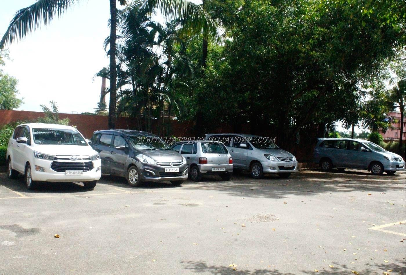 SAJ Earth Resort - Car Parking