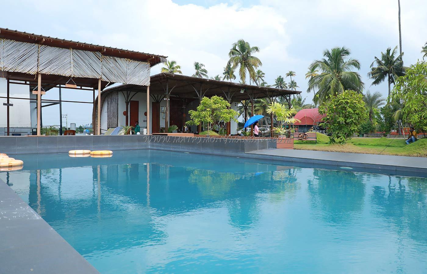 Aquatic Resort - 16