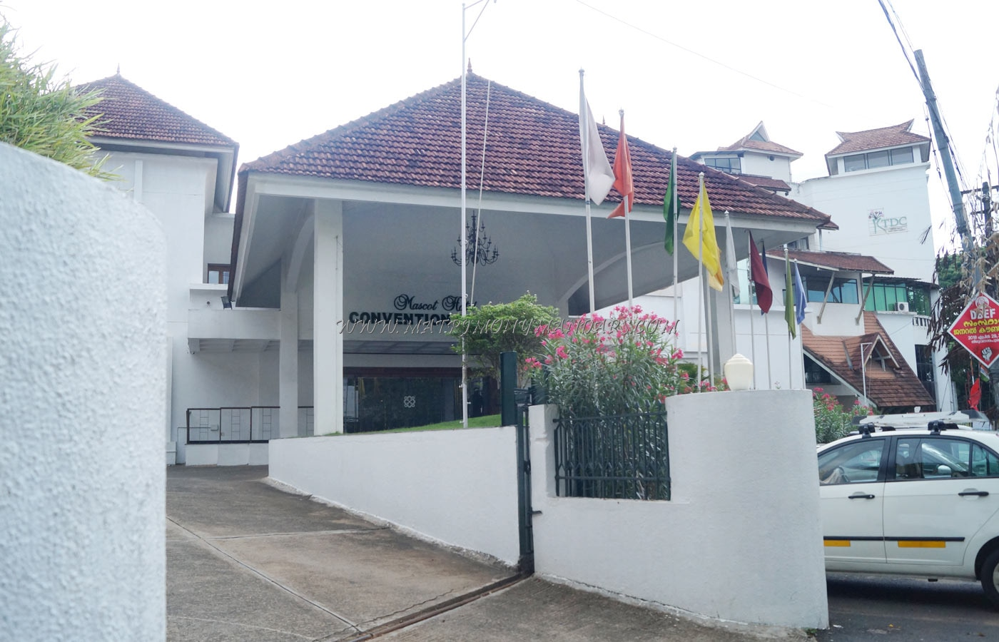 Find the availability of the Mascot Hotel Cupper Lawn in Pattom, Trivandrum and avail special offers