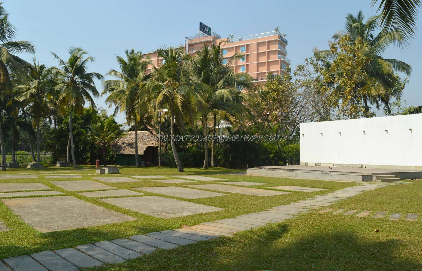 Find the availability of the BTH Sarovaram Maithanam in Maradu, Kochi and avail special offers