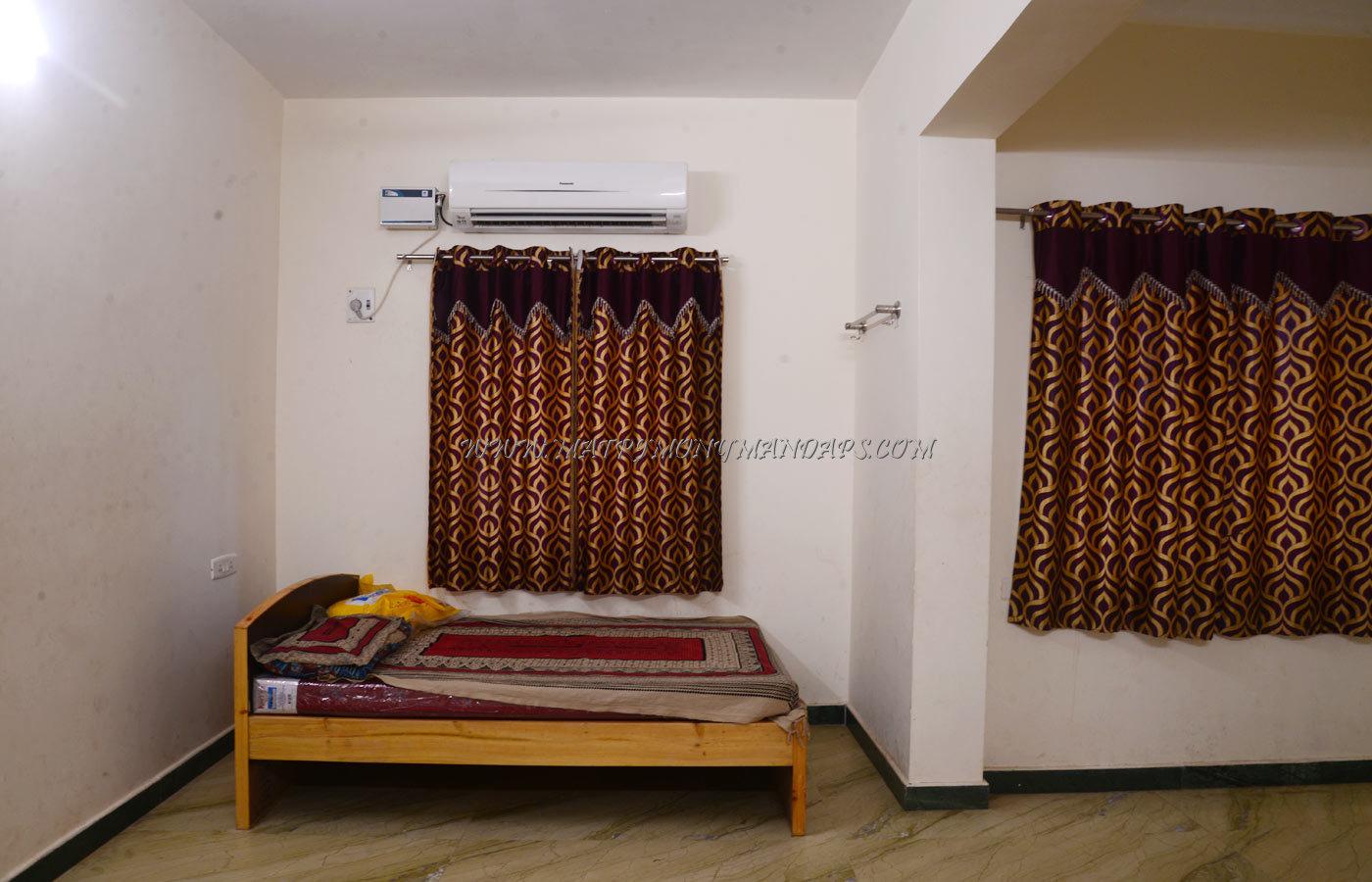 Rajeshwari Navaraj Mahal - Rooms