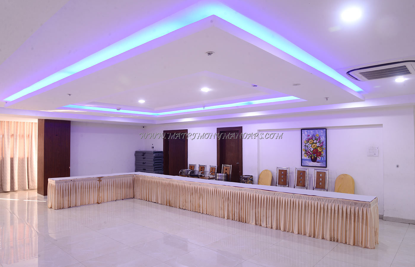 Find the availability of the Holiday Residency Tidan Hall (A/C) in Saravanampatti, Coimbatore and avail special offers